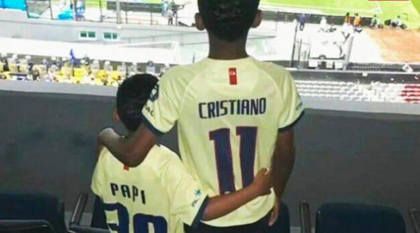 brand new 380d7 e9eea La postal de los hijos de Christian Benítez y Renato Ibarra ...