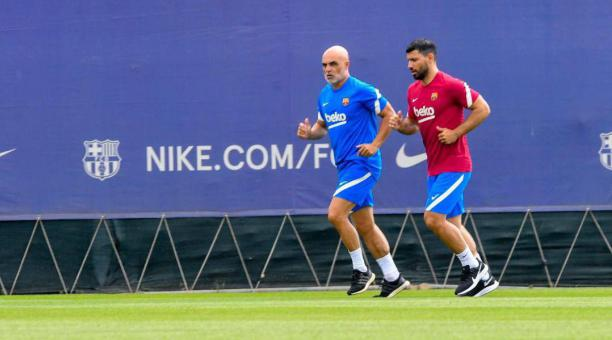Koeman motiva a Aguero en el primer entrenamiento del argentino con el grupo