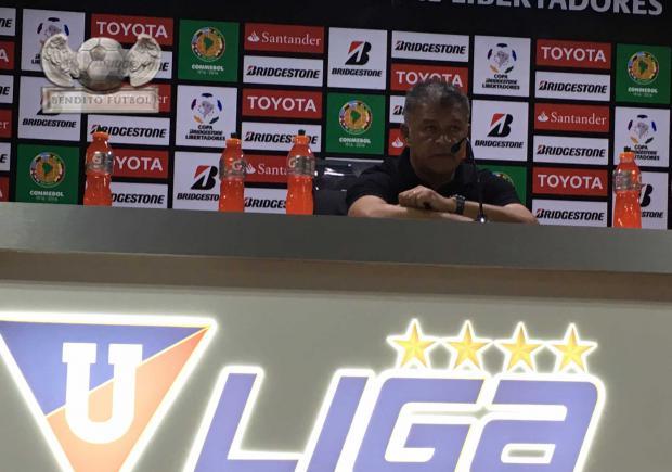 Claudio Borghi se mostró fastidiado en la rueda de prensa después de la derrota.