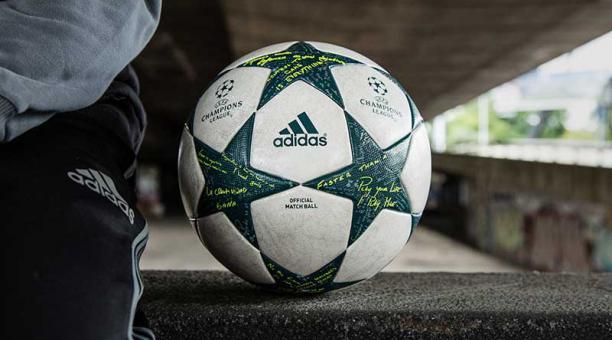 Clasificar Mártir Generalmente hablando  El balón de la Champions League tiene escritos mensajes de algunos  jugadores | Bendito Fútbol