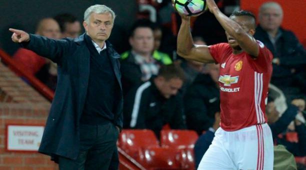 """José Mourinho: """"Has sido un Campeón... Sólo tengo buenos recuerdos de mi Capitán"""", dijo de Antonio Valencia"""