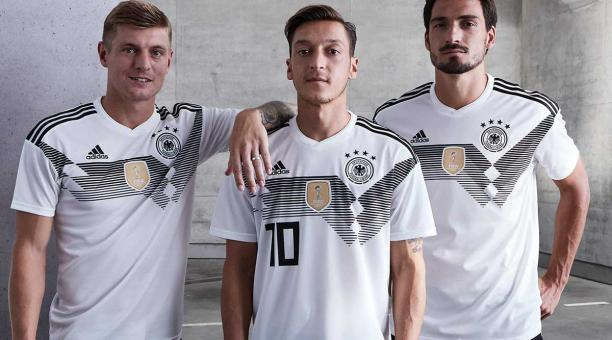 92fc1289f2d Alemania presentó su camiseta para el Mundial de Rusia 2018 ...