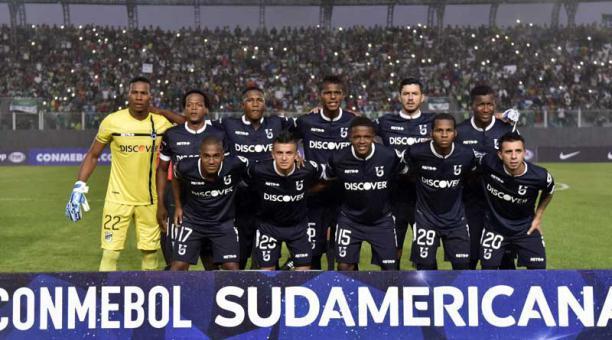 El portero Ángel Mosquera jugando la Copa Sudamericana con el equipo de la  Universidad Católica 54dfe2c810e60