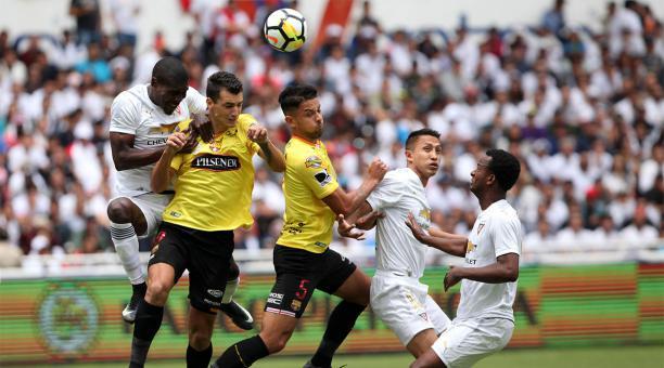 633adf77a07 Liga de Quito mantuvo la racha de 48 partidos invicto en Casa Blanca contra el  Barcelona SC. Foto  Julio Estrella  BF.