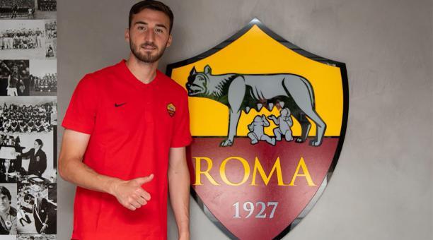 d468a04d11124 El volante Bryan Cristante fue presentado como nuevo fichaje del AS Roma.  Foto  Twitter  ASRomaEN.