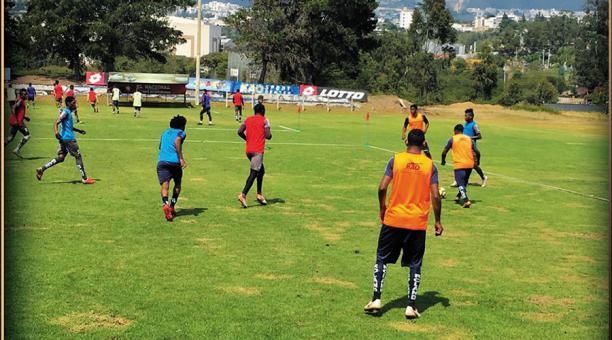 Resultado de imagen para el nacional ecuador entrenando