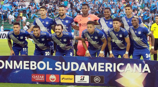 La Conmebol multó a Emelec y amonestó a su asistente técnico Juan Rescalvo    Bendito Fútbol
