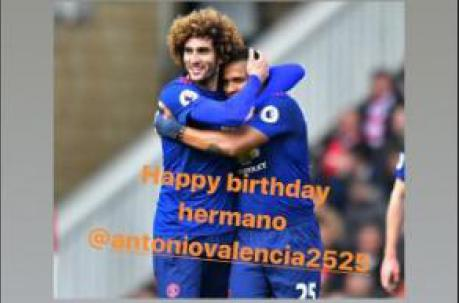 El volante belga Maroaune Fellaini felicitó a Antonio Valencia por su cumpleaños. Foto: Captura de pantalla